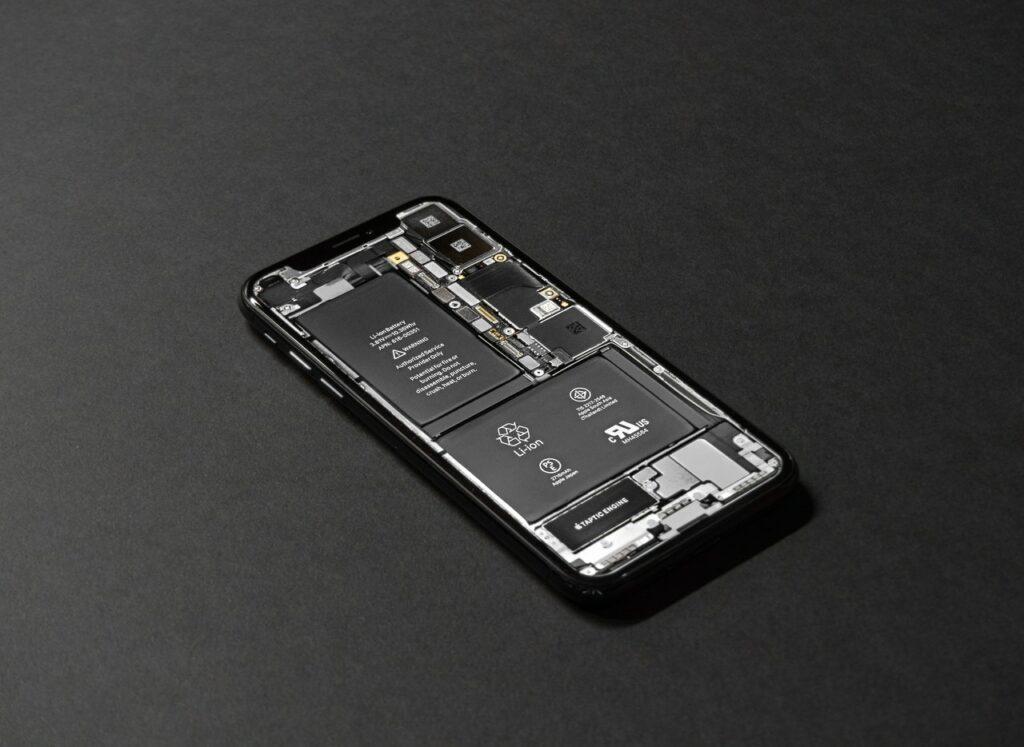 jak wygląda Wymiana baterii w telefonie